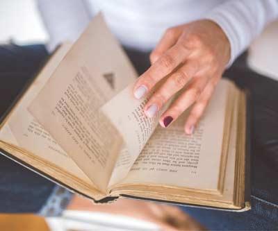 Offrez un livre en cadeau! Nous en avons pour tous les goûts.