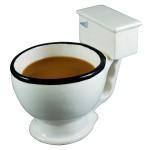 Tasse de café en bol de toilette!