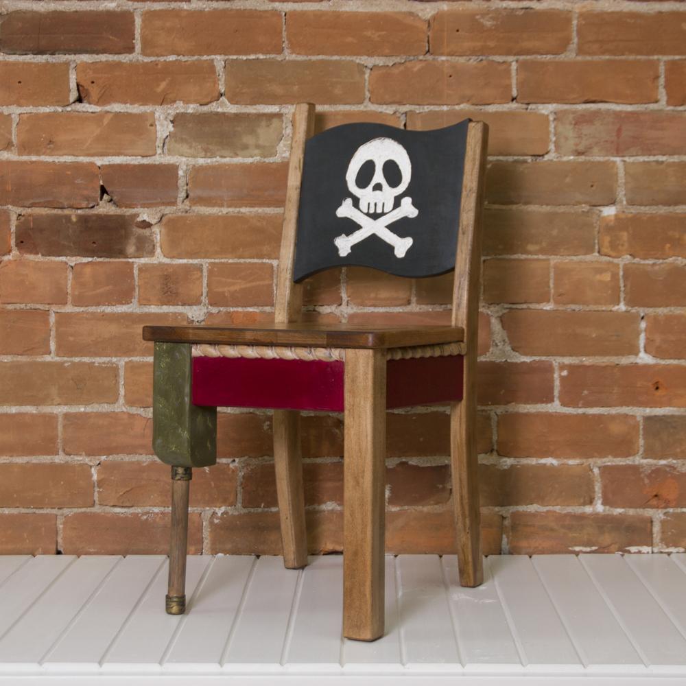 Chaise de bois – La Pirate