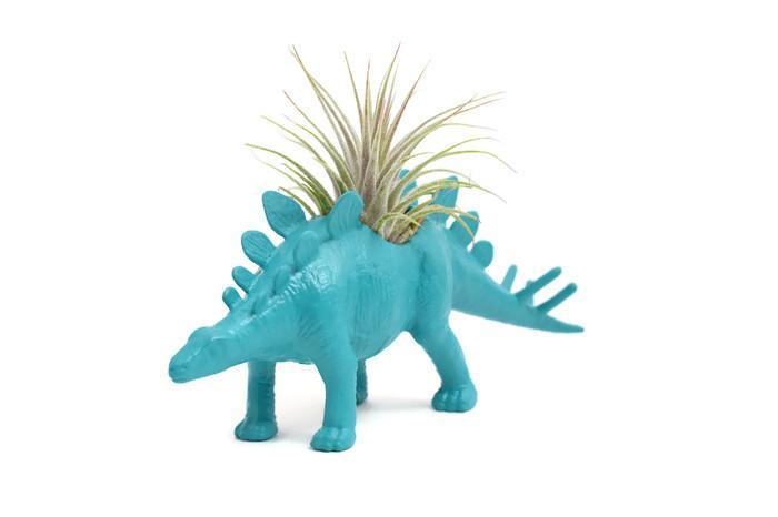 Stégosaure turquoise avec plante