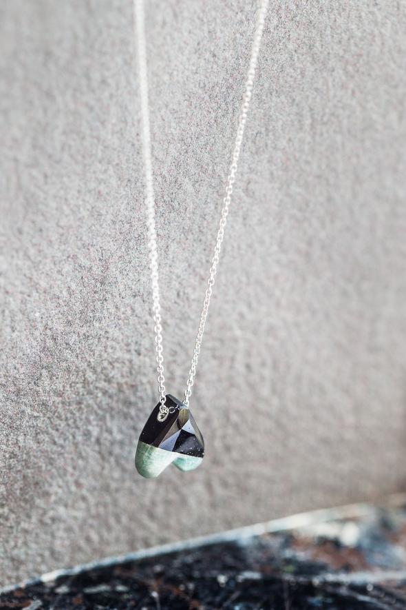 Collier petit cœur-à-l'envers (2 couleurs) écoresponsable