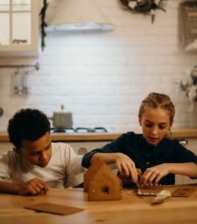 Ensemble DIY – Fabrication d'une maison en pain d'épices